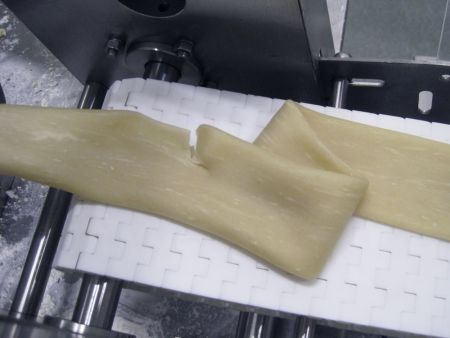 Extruded the dough tube to carry out a test on the extensibility of the dough
