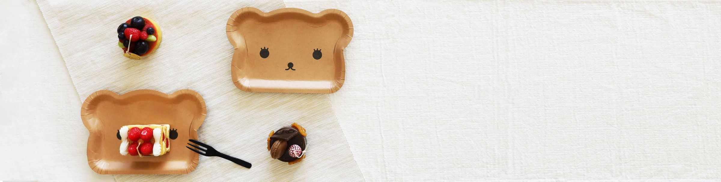 Cute Bear Cake Plate Eat dessert or cakes are handly Enjoy the Tea Time