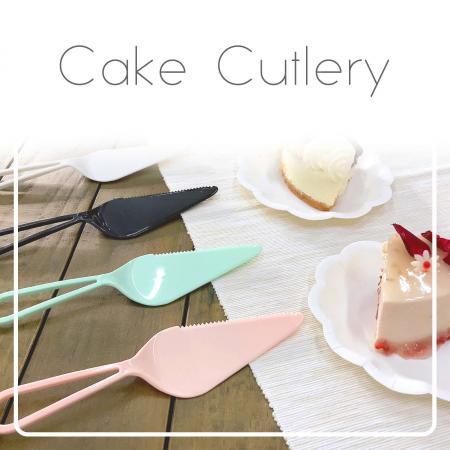 Cubiertos de pastel de plástico - Los cubiertos de pastel de plástico con un diseño elegante.