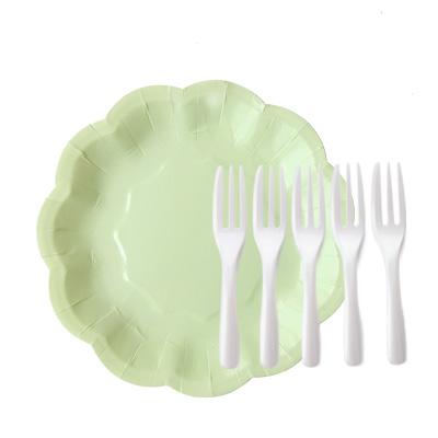 केक कांटा के साथ ग्रीन पेपर प्लेट - हरी केक प्लेट और मोती केक कांटा