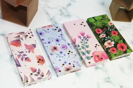 Blumen Hardcover im Notizblock versteckt