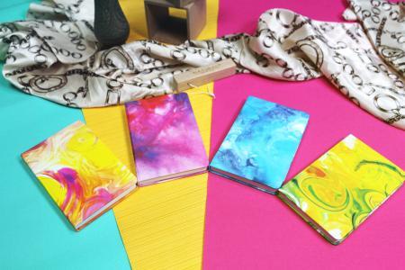 Kleines Journal mit Wassertinte-Design