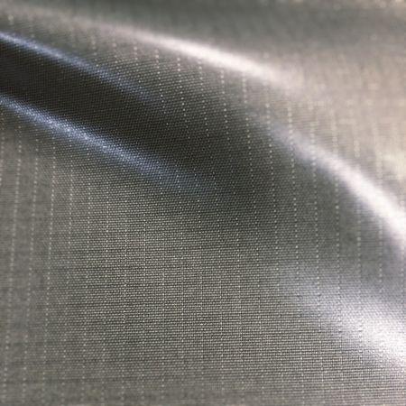 100% नायलॉन 6 210D रिपस्टॉप टीपीयू डबल फेस लैमिनेशन वेल्डेबल फैब्रिक - 100% नायलॉन 6 210 डेनियर रिपस्टॉप टीपीयू डबल फेस लैमिनेशन वेल्डेबल फैब्रिक।