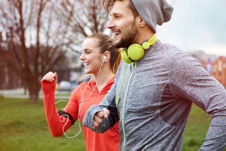 Jogging by wearing comfortable mélange sportswear.