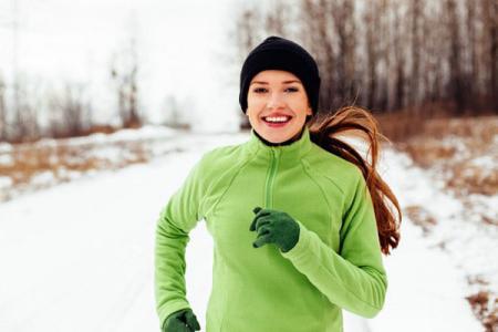 Garder au chaud - Porter des vêtements chauds et courir par temps froid.