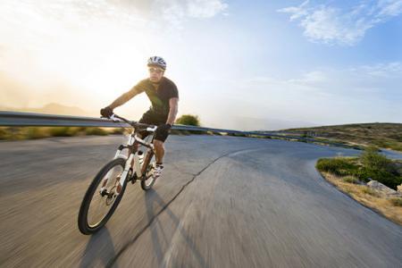 騎行時穿著舒適的功能性針織面料。
