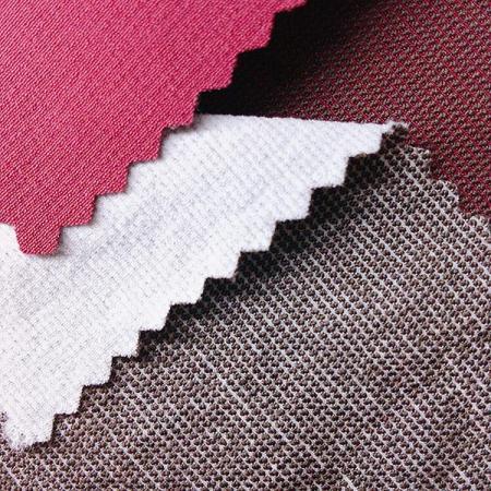 Greige fabriqué en nylon 70 deniers avec fibres SPANDEX et charbon de bois - Nylon 70 deniers, fibres SPANDEX et charbon, extensible dans quatre directions et double couche.