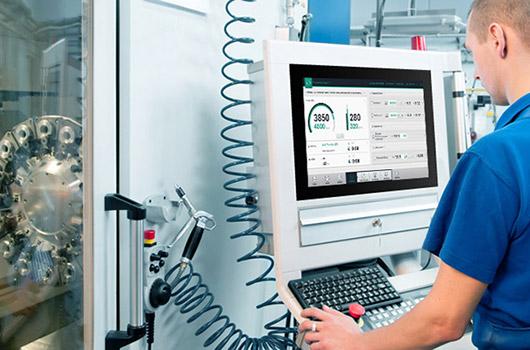 Промышленные приложения с сенсорным экраном AMT