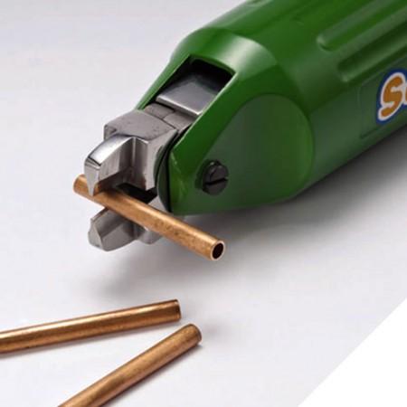 Pinza pneumatica per serraggio tubi in rame