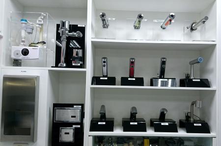 Hokwang Showroom-Auto-Wasserhahn und Auto-Spülventil