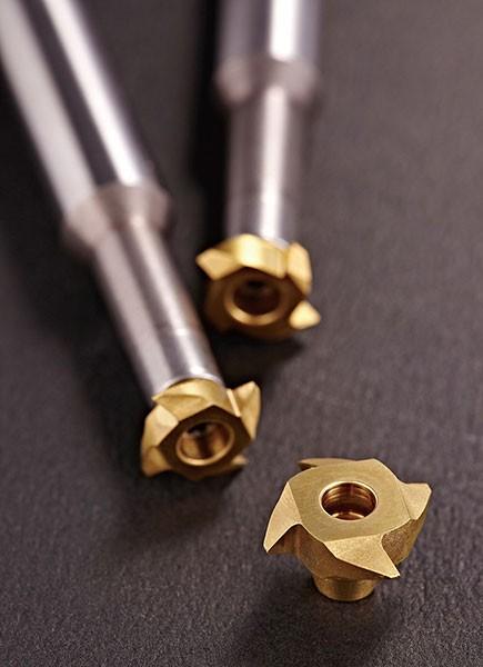 YT tiene el cortador de rosca más innovador, que puede hacer roscas de tamaño ilimitado con un solo cortador de rosca.