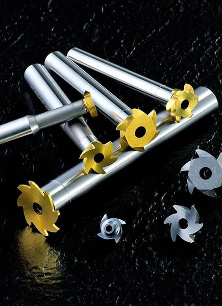 Los soportes pueden adaptarse a 5 tipos diferentes de cortadores de la serie: Un soporte puede caber en cortadores de ranura en T / fresas de rosca / radio / cola de milano.