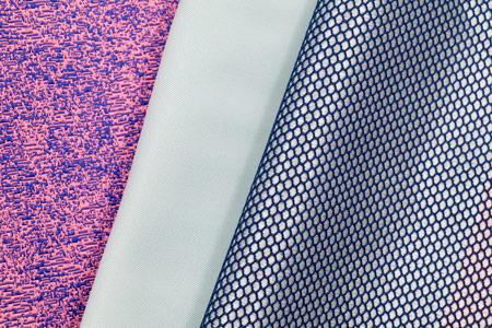 La matière première du textile recyclé est fabriquée à partir de déchets plastiques.