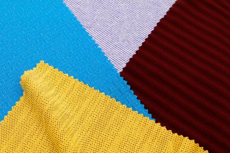 Das feuchtigkeitsregulierende Gewebe ist für Alltags- und Sportbekleidung geeignet.