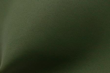 材料编号:PLW168TH594/厚度:1.6~1.8mm/防水:有/颜色:铜绿(Panton 18-0317 TPX)。PU的纹路编号TH-594,表面纹路似砂纸般,搭配鞋型设计,多用于鞋头与侧边。