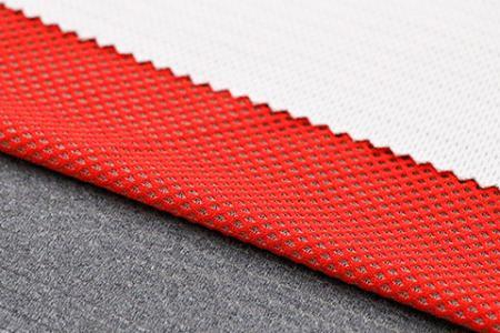 Tissu en fibre d'argent X-STATIC® (maintenant renommé ionic+™) - X-STATIC® est un tissu naturel et permanent antibactérien et anti-odeurs.