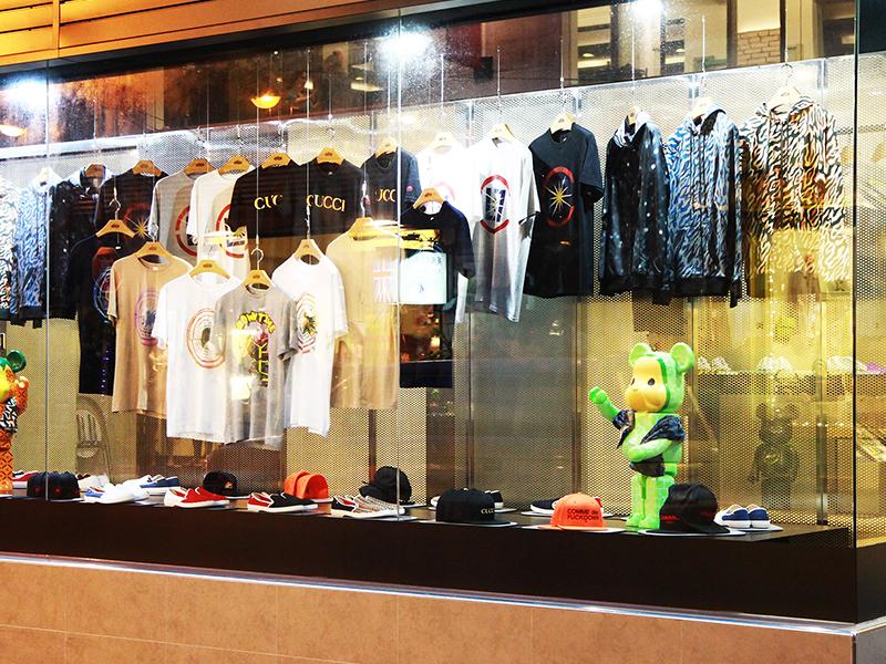 衣料品店の窓の動的表示