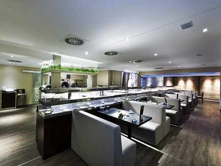 德國高級日本餐廳運用冷熱雙層月牙鏈條迴轉台