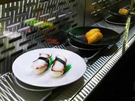 德國高級餐廳冷熱雙層月牙鏈條迴轉台迴轉餐點近照