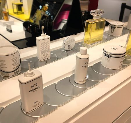 Chanel N°5 Workshop (Chain Display Conveyor)