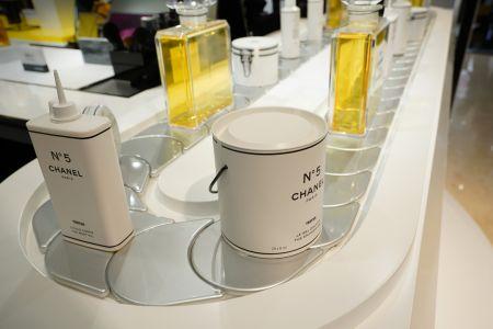 Chanel N°5 Workshop- Chain Display Conveyor