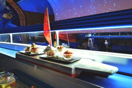 tàu giao đồ ăn tự động