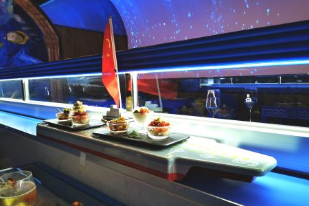 سفينة توصيل الطعام الآلي