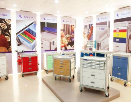 Produk BAILIDA yang luas di showroom.