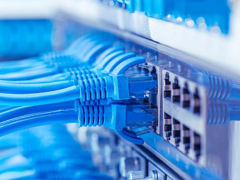الاتصالات السلكية واللاسلكية و 3 سي موصل