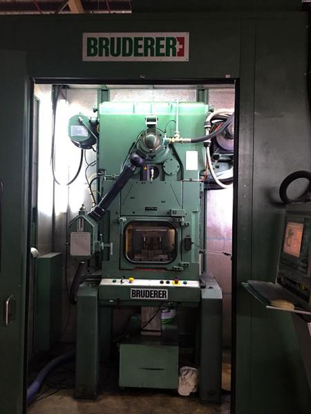Machine de presse d'estampage