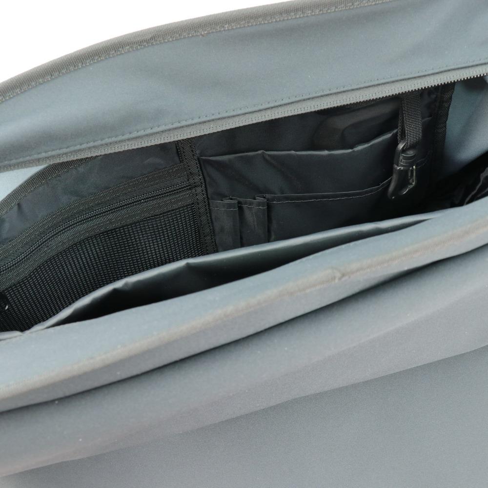 Niche backpack interior organization