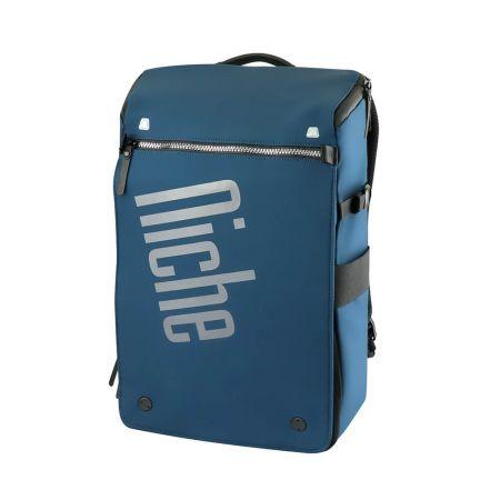 735 gramový ultralehký batoh, k dispozici ve dvou barvách námořnická modrá a černá.