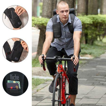 Svært lett pendler-dagsekk, ergonomi og justerbare polstrede skulderstropper med transport-/kredittkorthylse og patentert FasRelis-system for å henge mobilpose eller solbriller.