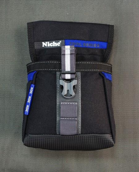 Åbnet værktøjstaske med MOLLE-system, flere bæremåder