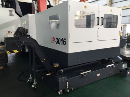AWEA SP-3016 CNC DOUBLE COLUMN MACHINING CENTER_Chip conveyor & Oil skimmer