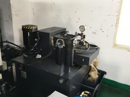 AWEA VP-1612-MEGA5 5axis CNC Machining Centers_Coolant throu spindle (20 bar) with paper filter