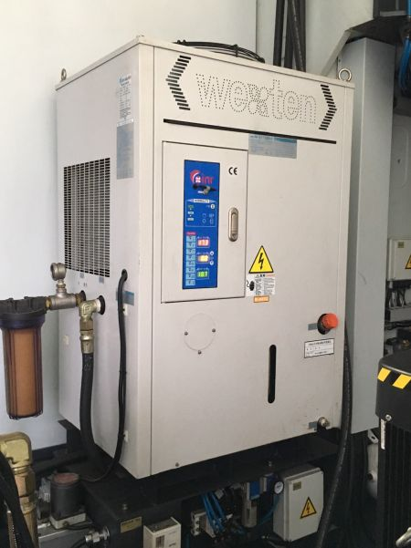 AWEA VP-1612-MEGA5 5axis CNC Machining Centers_Spindle oil cooler