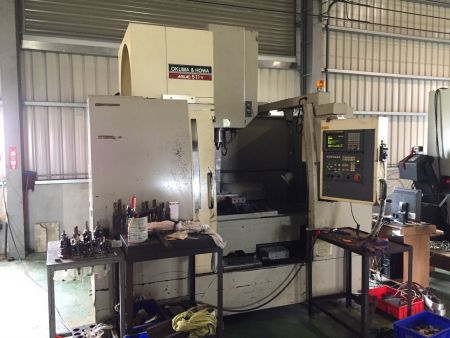 OKUMA 511 CNC VERTICAL MACHINING CENTER