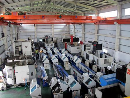 Clean and spacious SEHO showroom is able to accommodate lots of larger and smaller machine tools.