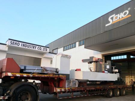 No matter how large the machines are, SEHO's technical team can deliver them to our showroom safely.
