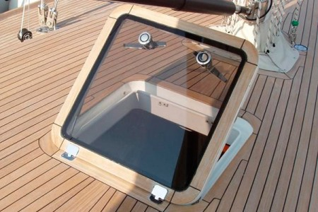 La trappe acrylique de yacht.