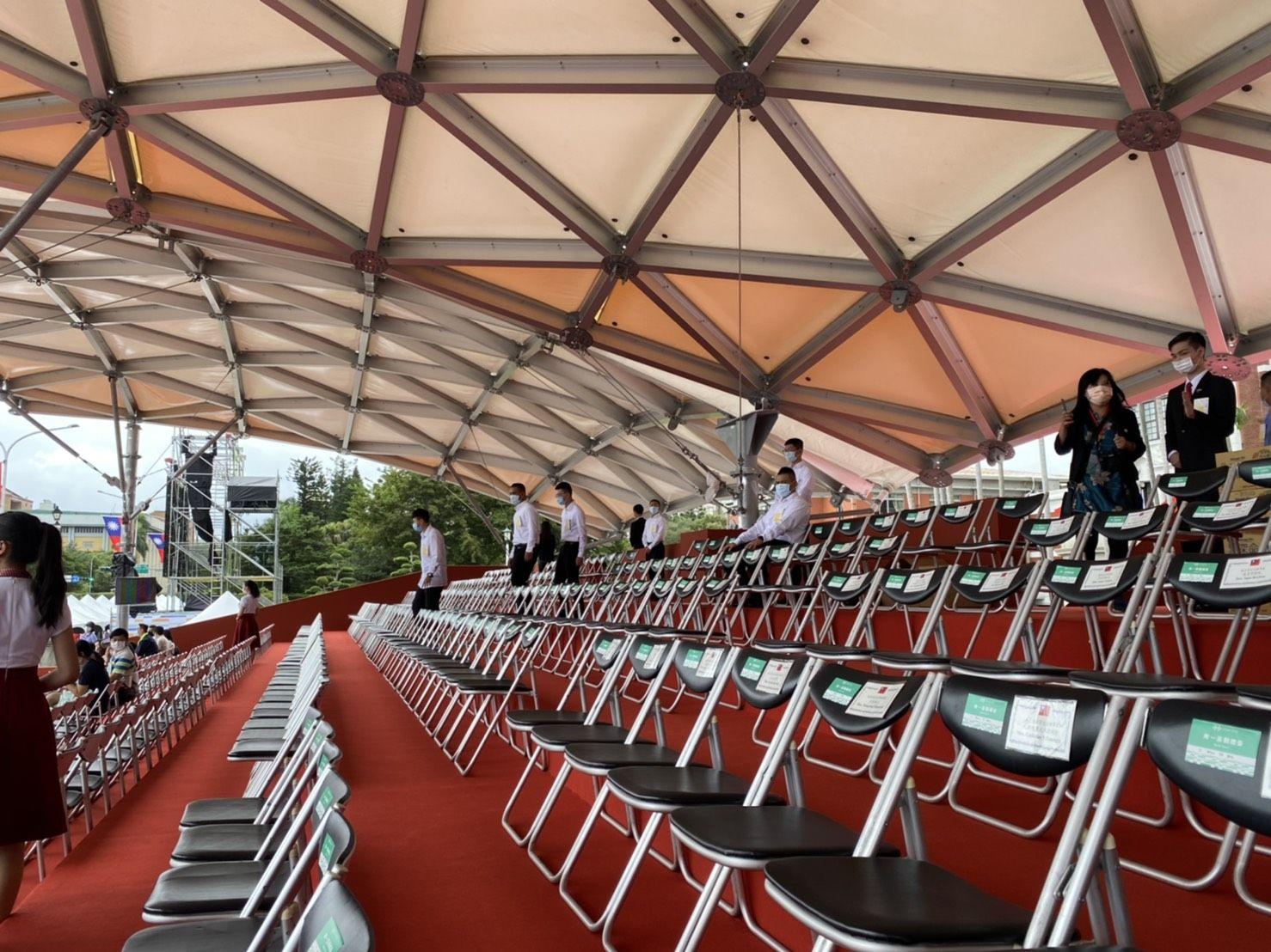 The tarpaulin use ETFE.