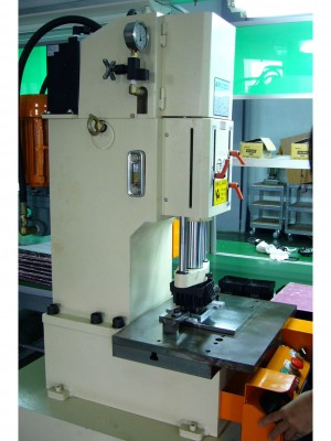 Machining - . Fast punching hydraulic machine