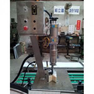 Полуавтоматическая пластиковая укупорочная машина - Полуавтоматическая пластиковая укупорочная машина