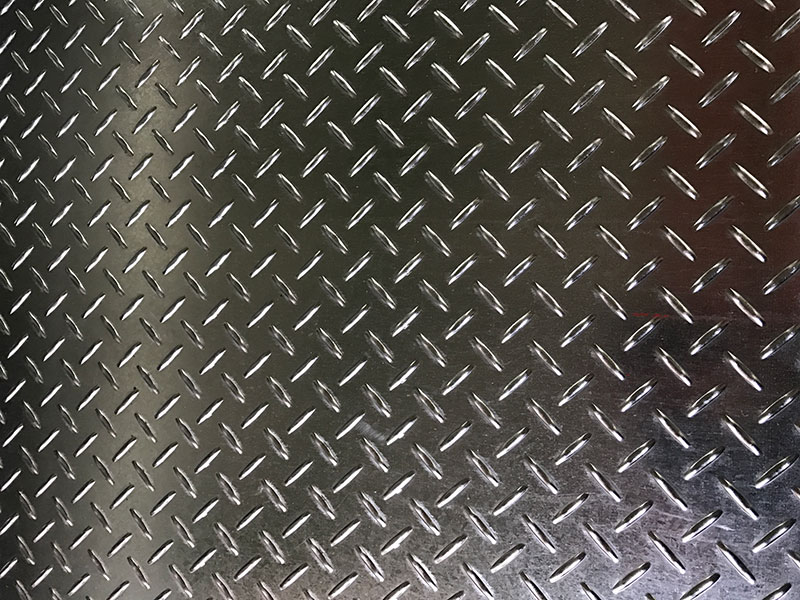 AISI 304 / 304L Stainless Steel Checker Plate - AISI 304 / 304L stainless steel checker plates mainly used for entrance ramp, staircase or factory facilities. Stainless steel checker plates are manufactured by stamping process.