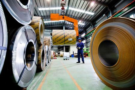 Stainless steel sheet and coil material