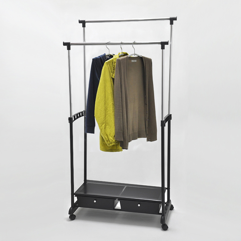 It can hang many clothes as you hope.