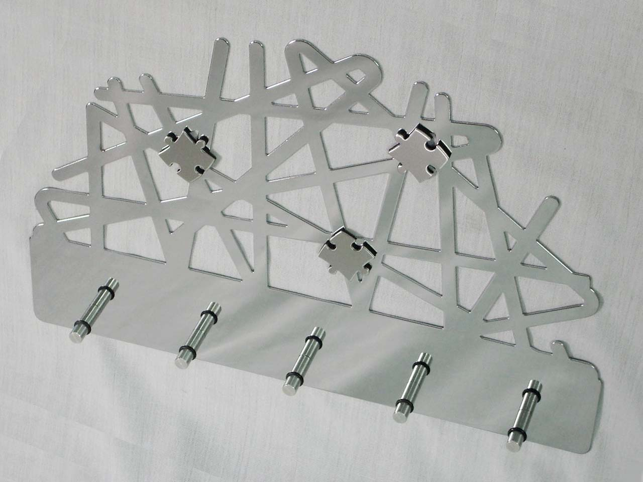 Abstract Totem Memo Board With 5 Pieces Key Holder