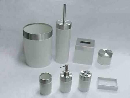白色圓柱型不鏽鋼蓋衛浴八件組