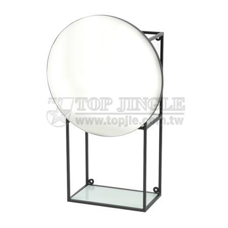 Настенное зеркало с полкой